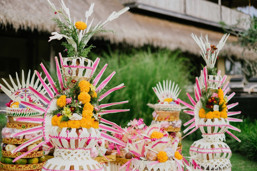 balinese offerings - ubud wedding - the bali channel