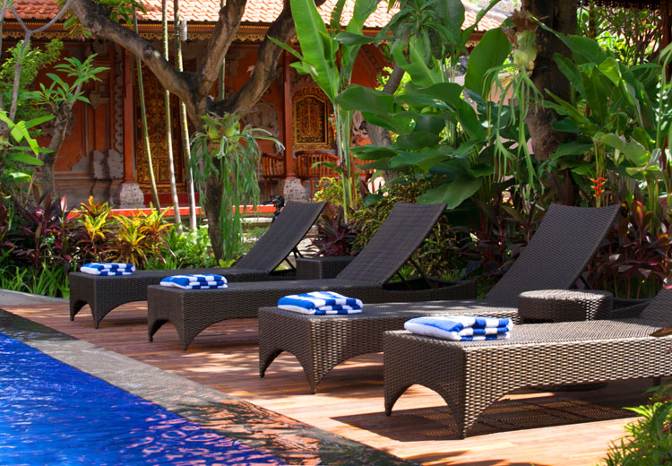 pool long chair nesa sanur