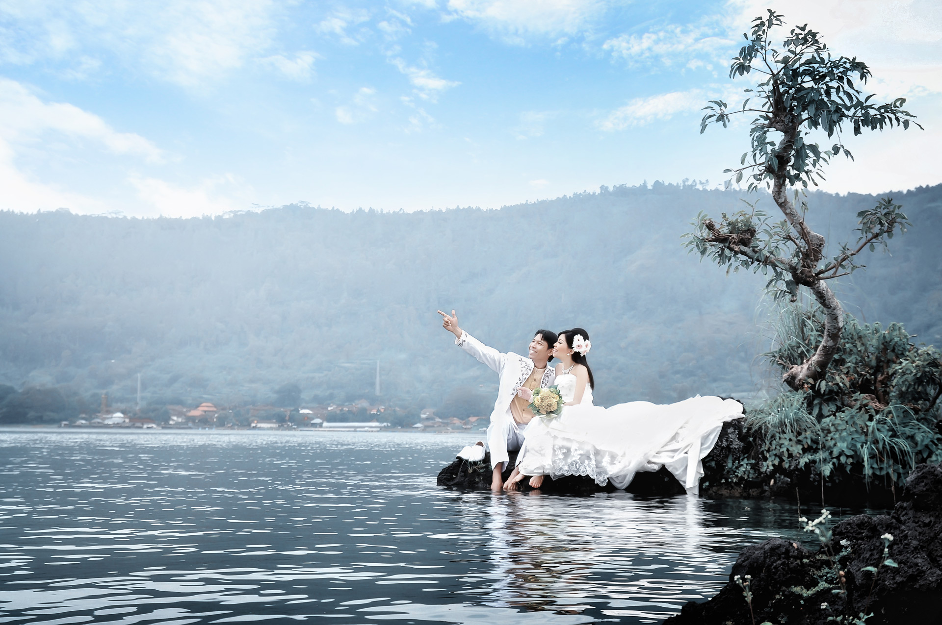 pre wedding photograph in lake batur kintamani - the bali channel