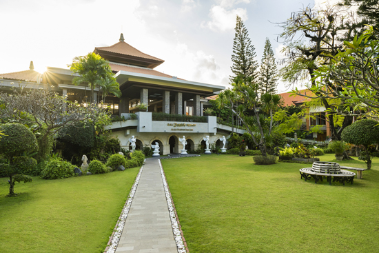 garden area for wedding at bali dynasty